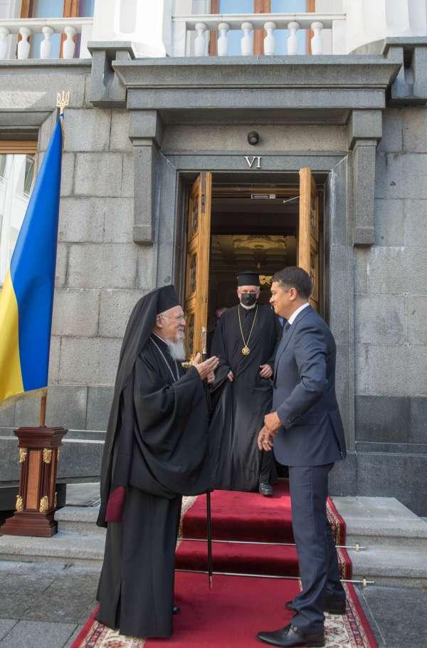 Разумков: визит Варфоломея активизирует объединение общества