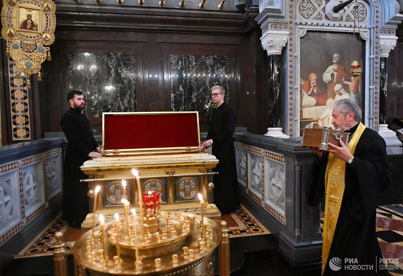 Мощи Александра Невского вернулись в Москву после крестного хода