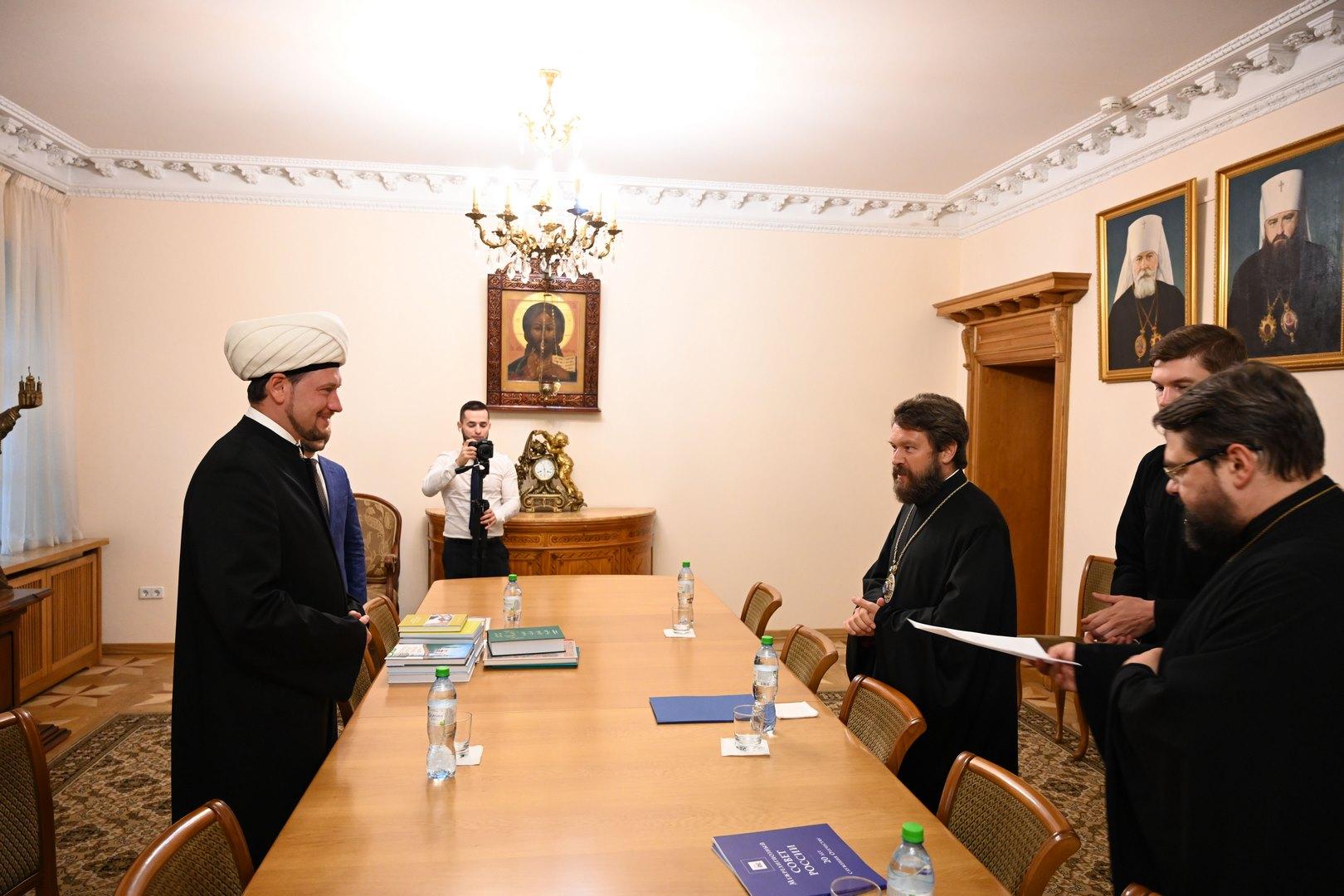 Митрополит Иларион встретился с первым зампредседателя ДУМ РФ