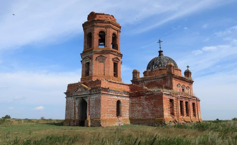 В Татарстане старинный храм превратили в коровник