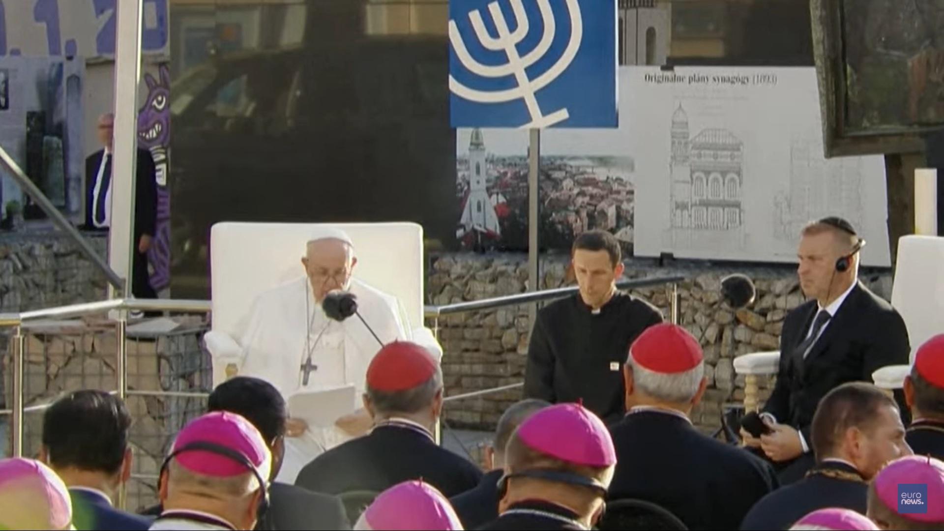 """Папа призвал к """"единству религий"""" в осуждении антисемитизма"""