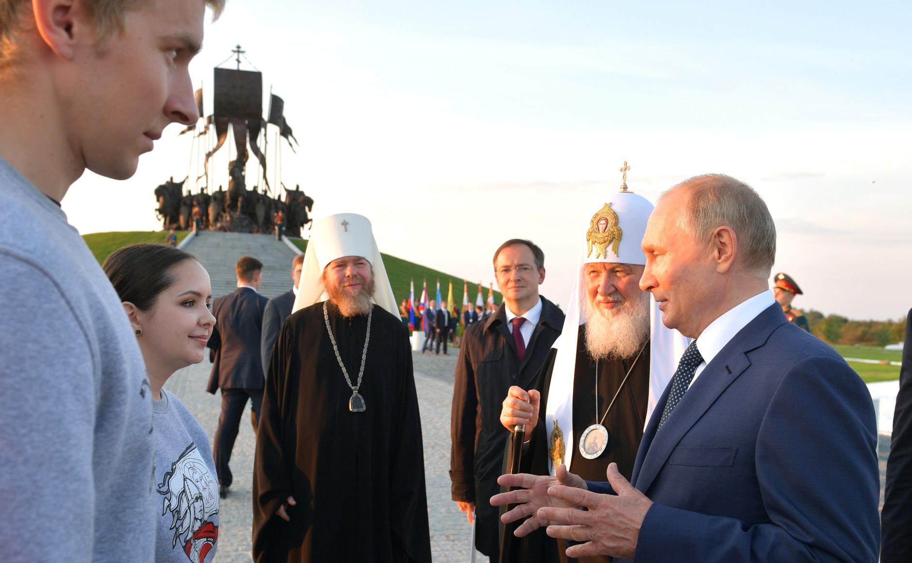 Патриарх: образ Невского учит любить Родину и защищать веру