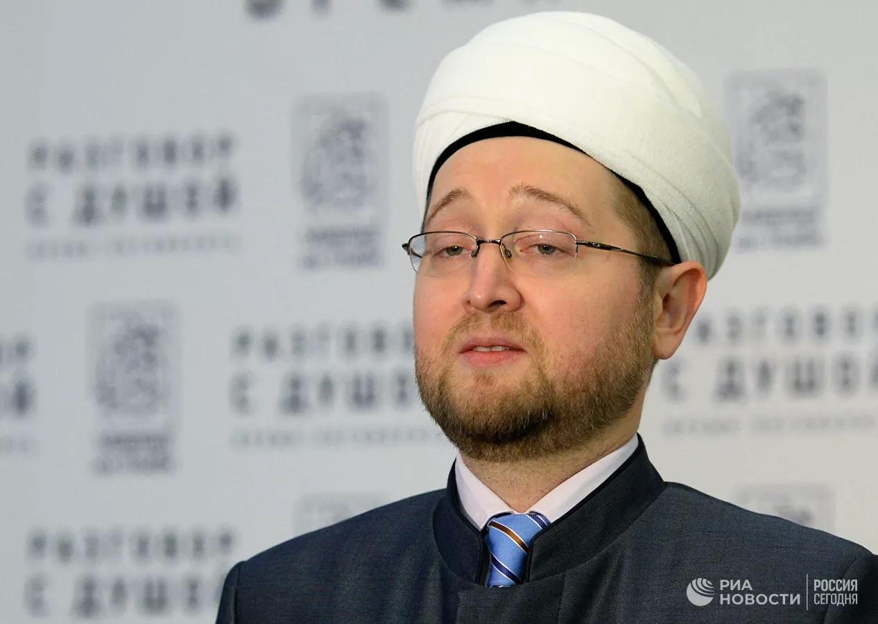 Муфтий осудил поведение мужчины, избившего врача за осмотр жены