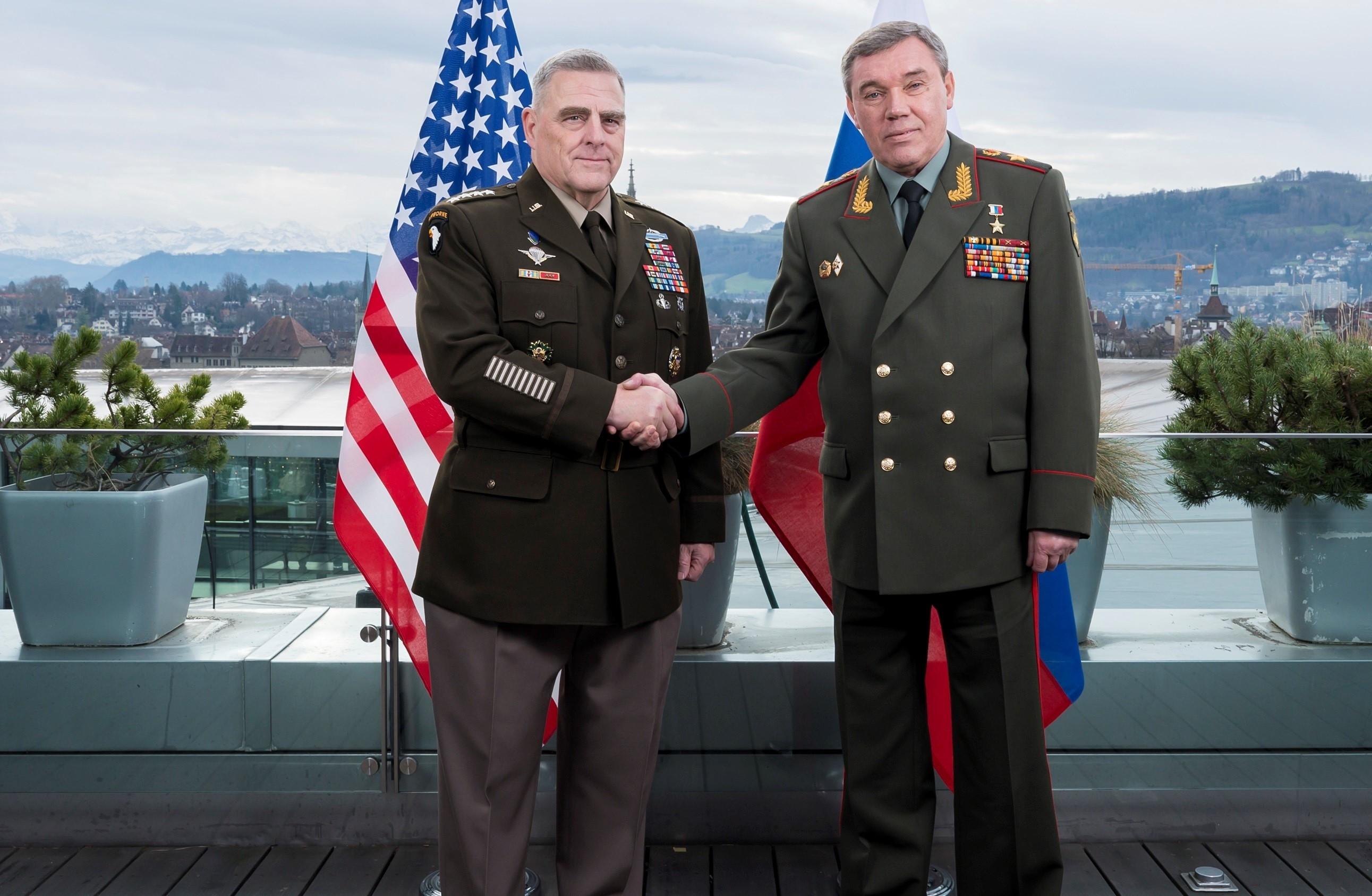 СМИ: главы генштабов РФ и США обсуждали базы близ Афганистана