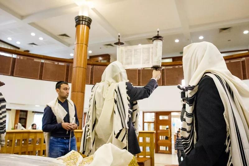 У иудеев 28 сентября 2021 Симхат Тора - самый веселый праздник