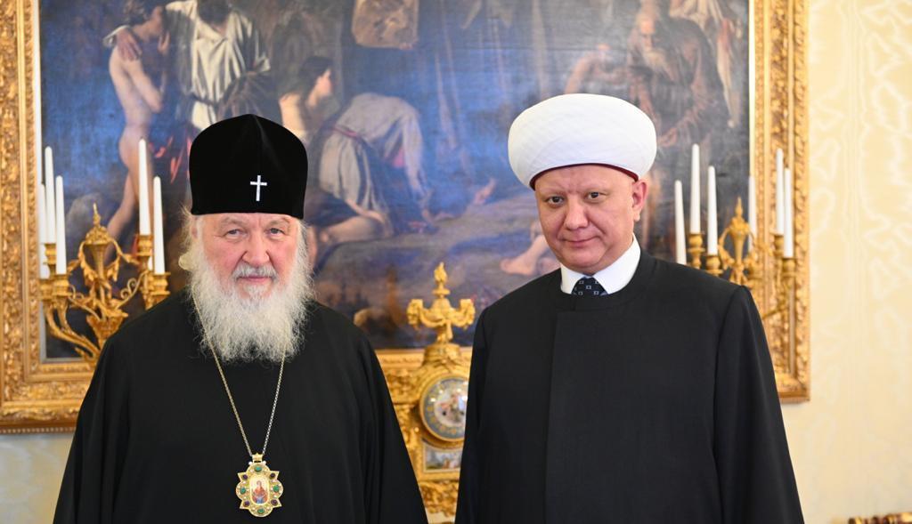 Патриарх поздравил главу ДСМР муфтия Крганова с 45-летием