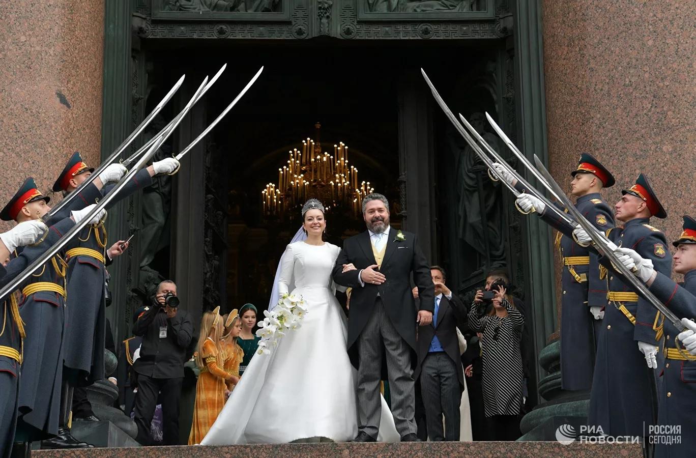 Шойгу наказал за почетный караул на венчании Романовых
