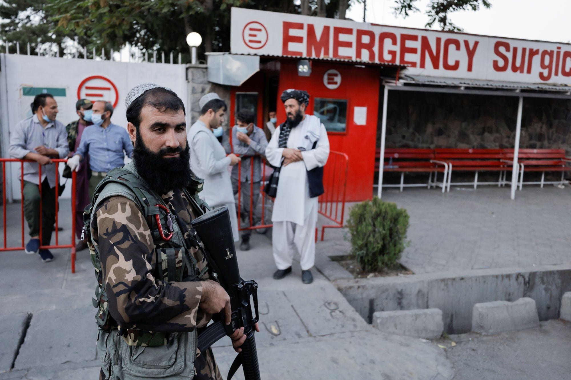 Взрыв на службе по матери официального представителя талибов*